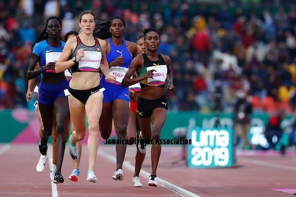 Lima, Tuesday, August 6, 2019 - Lindsey Butterworth from Canada and Viola Goule from Jamaica run in Women's 800m Semifinal 1/2 in Athletics at the Lima 2019 at Villa Deportiva Nacional - VIDENA during Pan American Games Lima 2019 Copyright Marcos Brindicci / Lima 2019 Mandatory credits: Lima 2019 ** NO SALES ** NO ARCHIVES **